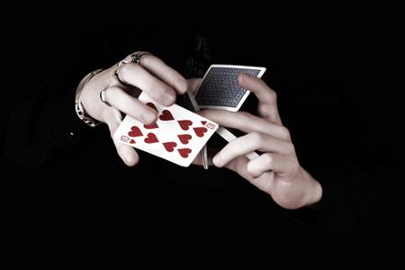 El 43 % de los jugadores de póquer en línea de España, juegan todavía en sitios web que no han sido certificados