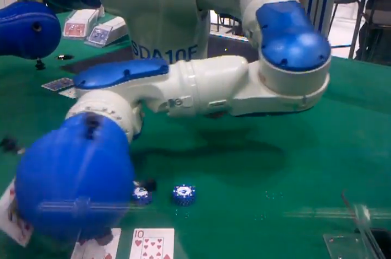 Yaskawa Motoman crea un crupier de blackjack robotizado
